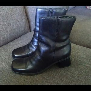 naturalizer boot